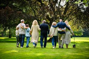 drei-generationen-fotoshooting-familienfotos-in-duisburg-duesseldorf-familienfotograf
