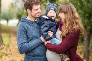 familienfotos-mit-babybauch-kind-und-partner-duesseldorf-duisburg