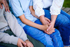 familienzusammenhalt-familienfotograf-duesseldorf-duisburg-familienfotos-fotoshooting-mit-kindern