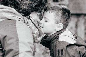 familienfotograf-familienfoto-duesseldorf-mama-mit-kind-duisburg