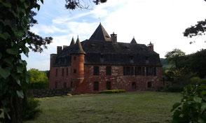 à Collonges-la-Rouge, le Castel de Vassinhac et l'ancienne demeure du gouverneur de la Vicomté de Turenne, en Vallée de la Dordogne
