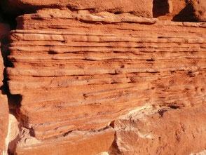 Collonges-la-Rouge est entièrement construit avec ce grès rouge qui date de la fin de l'ère primaire