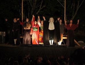 à 100 m de La Mérelle de Collonges-la-Rouge, les Théâtrales font partie des nombreux festival de la Vallée de la Dordogne avec Saint-Céré, Rocamadour, La Vézère,