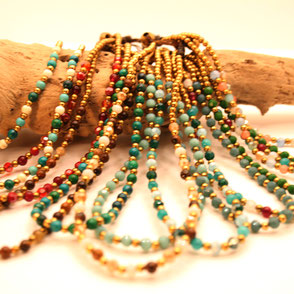 Armkettchen und Fußkettchen, perfekte Harmonie in allen Farben, Handarbeit aus Halbedelstein-Perlen, Macramee, Fairer Handel