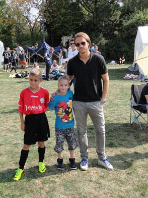 Maik und Nils mit VfB Chefcoach Thomas Schneider