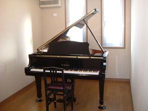 山西楽器店:スクール:個人レッスン室:ピアノ