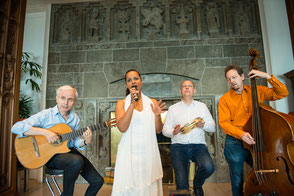 Brasilianisches Quartett mit Percussion Rolf Marx (Gitarre), Felicia Touré (Gesang), Jürgen Peiffer (Percussion), Fritz Roppel (Kontrabass) Emocao Musica Brasileira Germany