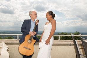 Gitarrist Rolf Marx und brasilianische Sängerin Felicia Touré Emocoa Duo