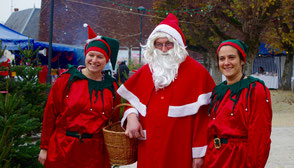 Equipe du Père Noël au marché de Chambourg sur Indre