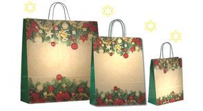 Weihnachtstüte mit Papierkordel in grün als Weihnachtsmotiv wurden Christbaumkugeln Tannenzeige und Weihnachsschmuck aufgedruckt