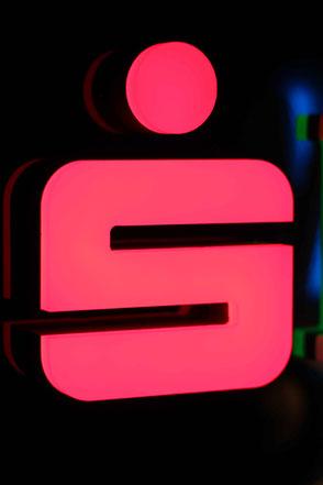 Vollacrylbuchstabe mit LED und vorne leuchtend