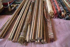 Les baguettes de bois colorées , d'os ou de laiton
