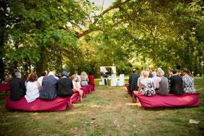 Bild: Traubogen für die Hochzeiten mieten, finde Ideen und Tipps für Traubogen Dekoration auf der Hochzeit, gefunden auf philosophylove.de aus Düsseldorf