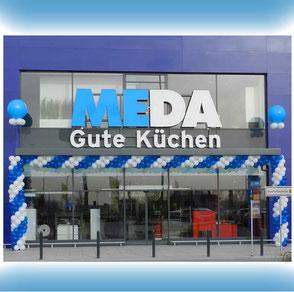 Ballon-Dekorationen Firmenevents Girlanden Neueröffnung Jubiläum Firmenveranstaltung Firma Luftballon Meda Küchen