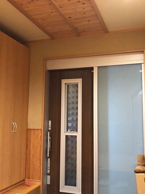 玄関サッシの画像