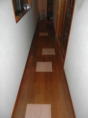 廊下:床補修の画像1