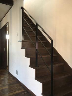 階段(アイアン手すり)の画像