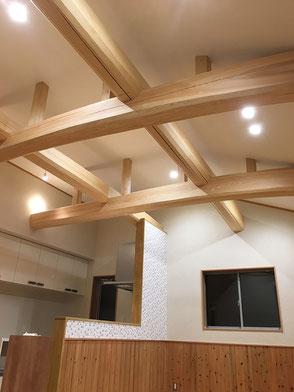 LDK天井:野物梁(ひのき)の画像1