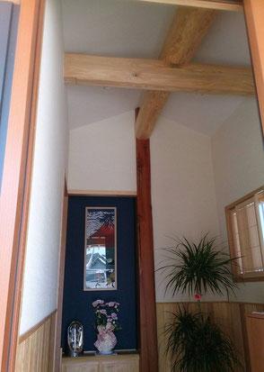 天井を高くした玄関の画像