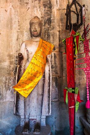 tempel-waechter-angkor-wat-kambodscha-hochkant