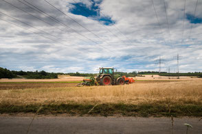 traktor-auf-dem-feld-II