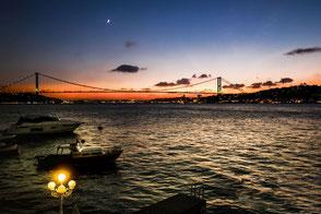 Sonnenuntergang-über-der-Bosporusbrücke