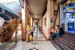 einkaufs-passage-kleine-laeden-kuala-lumpur-malaysia