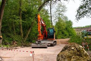 Waldweg-Sanierung-planierraupe