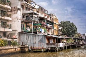 bangkok-haeuser-am-chaopraya
