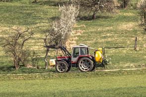 traktor-auf-wanderwegen