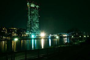 euopaeische-zentralbank-ezb-frankfurt-nachtaufnahme-II