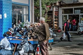 Schuhverkäufer in Istanbul Büyükada-Prinzeninseln