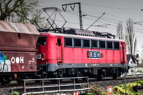 e-lok-vor-schuettgut-wagen-eisenbahn