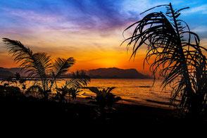 sonnenuntergang-am-strand-tanjun-rhu-langkawi-malaysia