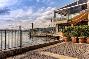 Bootsanlegestelle in Cengelköy am Bosporus II