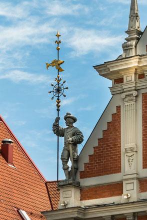 Giebel-Figur-in-Riga