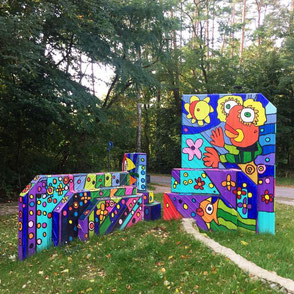 Skulptur des Malers Michael Fischer-Art vor dem AHORN Seehotel Templin