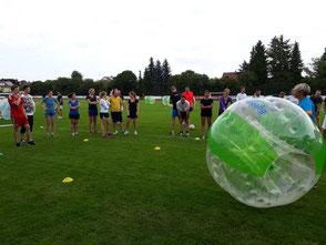 Sportliches Teamevent Bubble Soccer Teambuilding Turnier Fußballturnier mieten