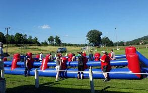 Menschenkicker mieten Frankfurt Riesenkicker Torwand Verleih Human Table Soccer Fussballmodule Fussballturnier