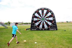 Fußball Dart Wettbewerb Foot Darts Foottdarts mieten kaufen Verleih Vermietung Frankfurt Hessen Spiele Sommerfest