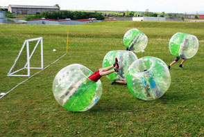 Sportliches Teamevent mit Bubble Soccer Firmenevent Fußballturnier Turnierplan Fußball