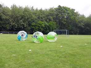 Bubble Soccer Football Spiele Ideen JGA Action Last man standing Bubble Race mieten