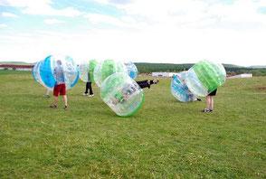 Bubble Soccer für Firmen Frankfurt Betriebsausflug sportlich Ideen Spiele