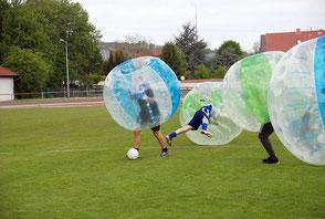 Bubble Football Firmenevent Spiele Teamevent Ideen sportlich outdoor Frankfurt gestalten planen