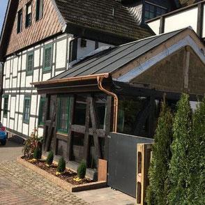 Haus mit Wintergarten in Holzminden bei Hannover in Niedersachsen - Auch individuelle echte Blockhäuser mit Wintergarten - Holzbau