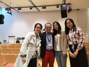 Prof. Dr. Georg Zanger gemeinsam mit Studenten in Alpbach