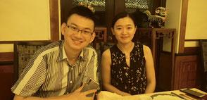 Jiao Housong, Journalist bei Xinhua gemeinsam mit seiner Frau