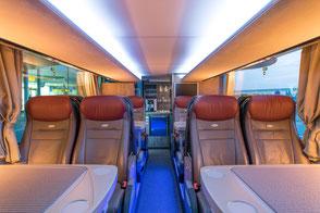 Unger-Reisen Bistro-Bus Komfort Tische