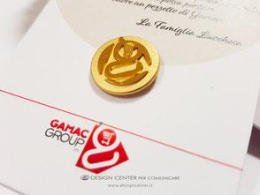 Spilla da giacca custom in argento dorato