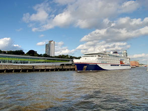 Die Hanseatic Inspiration ist ein Kreuzfahrtschiff mit Imo: 9817145 der Hapag Lloyd-Reederei.